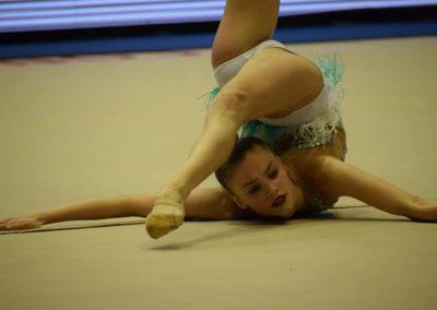 en torneo viravolta jael chica en suelo